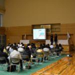 4月8日(土)愛西市親水公園サブアリーナにて公開討論会を行いました。 第一部では高校生による発表が行われ、第二部では4月23日に行われる愛西市長選挙の立候補予定者である日永氏と松崎氏による討論会が行われました。